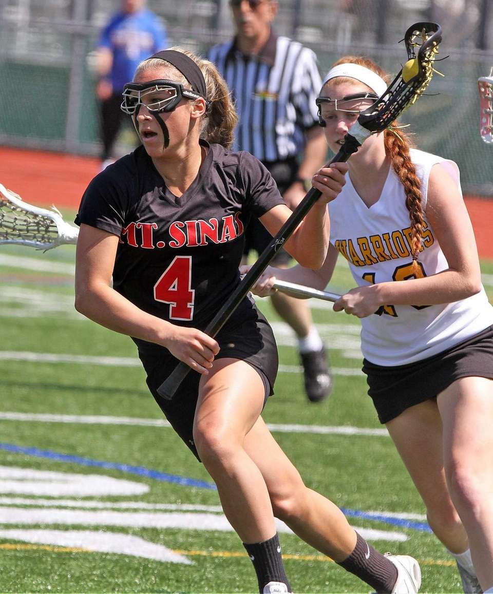 Mt. Sinai's Sydney Pirreca breaks inside. (April 27,