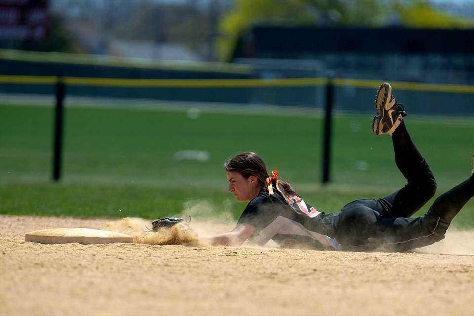 Carey second baseman Erin Gilroy makes a diving