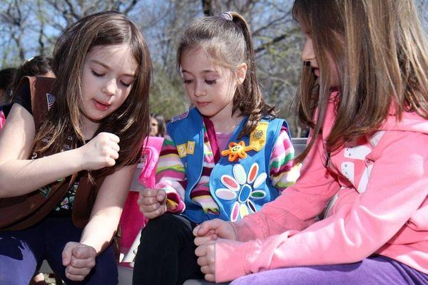 (L-R )Jessalyn Murphy, 8, Samantha Huyler, 6 and