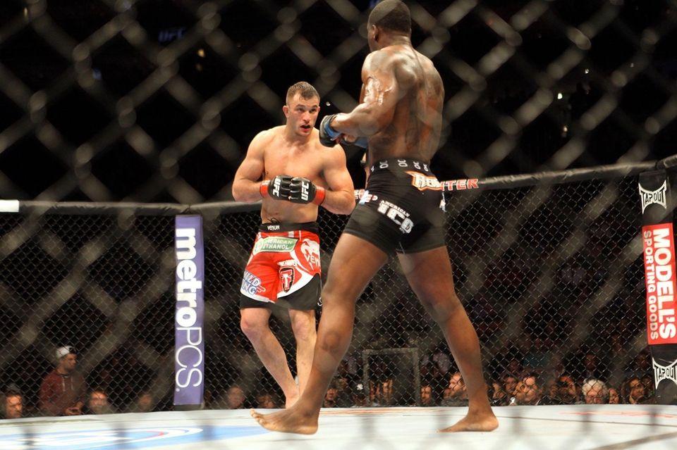 Gian Villante fights Ovince St. Preux at UFC