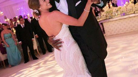 Michael Jordan dances with his bride, Yvette Prieto,