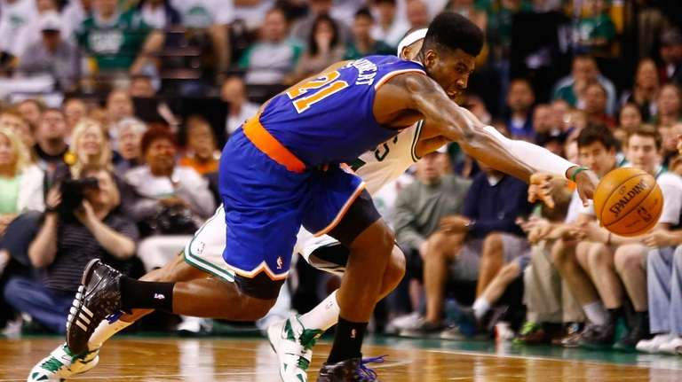 Iman Shumpert fights for possession of the loose