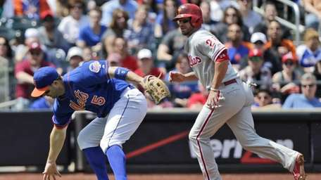 David Wright, left, tries to recover a ball
