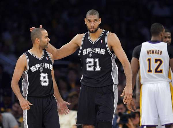 San Antonio Spurs forward Tim Duncan (21) pats