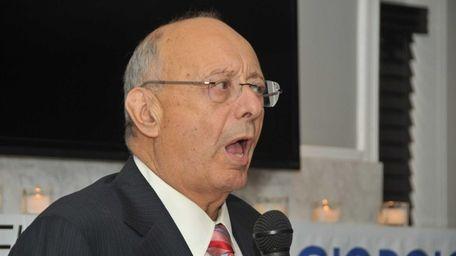 Former New York Sen. Alfonse D'Amato endorses Dina