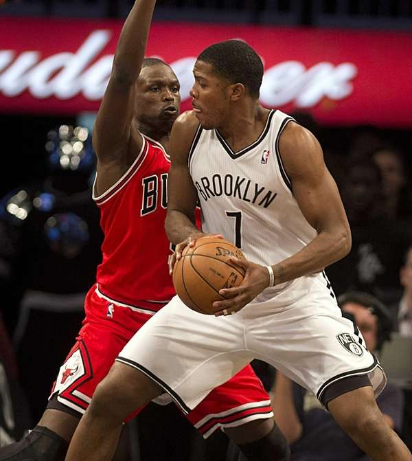 Joe Johnson tries to back down the Chicago