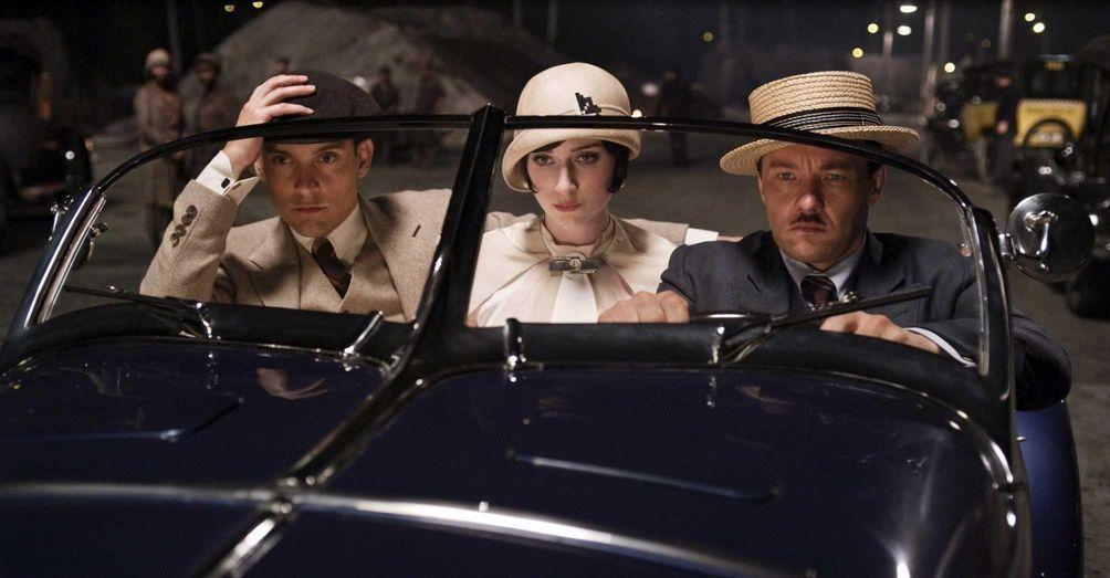 Tobey Maguire as Nick Carraway, Elizabeth Debicki as