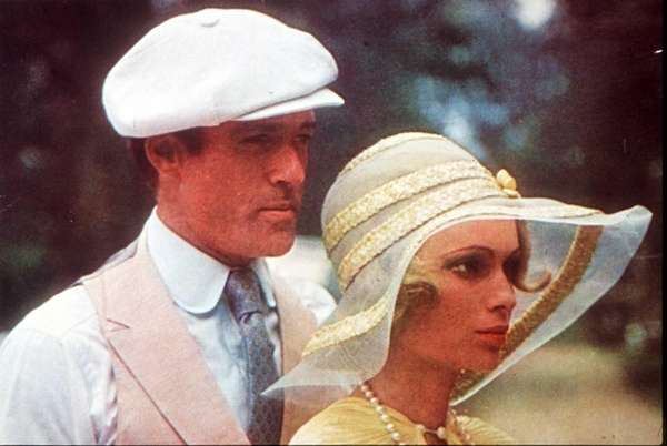 Jay Gatsby (Robert Redford) and Daisy (Mia Farrow)