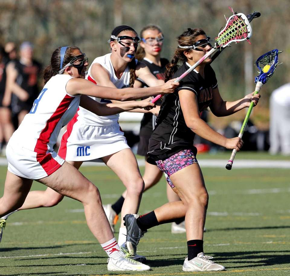 Hills' Julia DiMaria splits Middle County defenders Jordyn