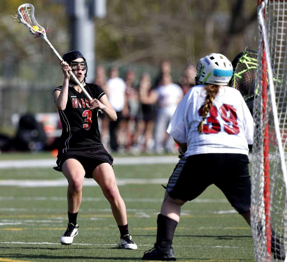 Hills' Anna Inserra lines up a shot against
