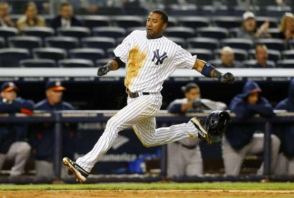 Eduardo Nunez of the Yankees runs home to