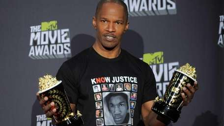 Jamie Foxx poses with the MTV generation award
