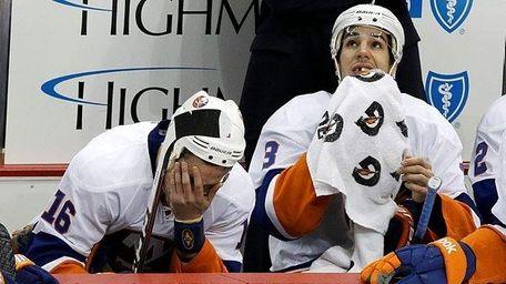 New York Islanders' Marty Reasoner, left, and Travis