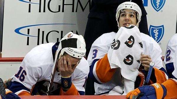 New York Islanders' Marty Reasoner, left, and Travis