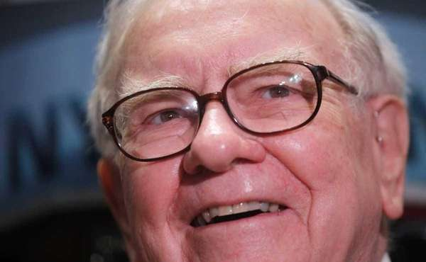Billionaire Warren Buffett says in an editorial in
