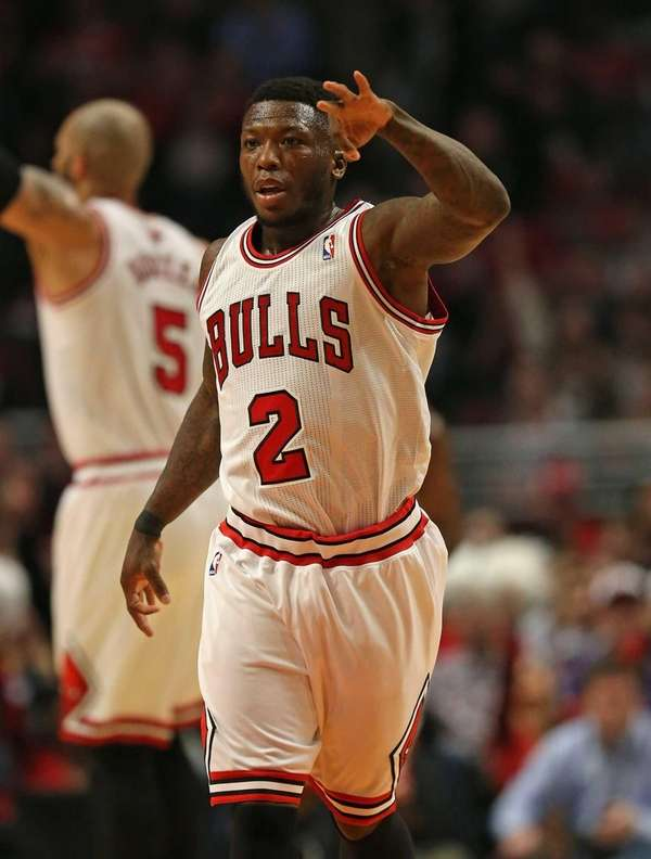 Nate Robinson of the Chicago Bulls holds up