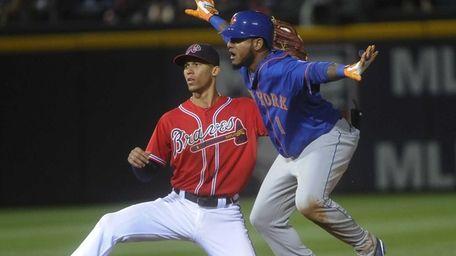 Mets center fielder Jordany Valdespin makes a safe