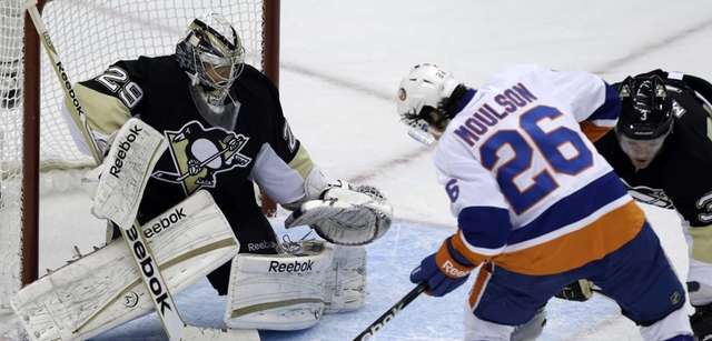 Islanders' Matt Moulson can't get his stick on