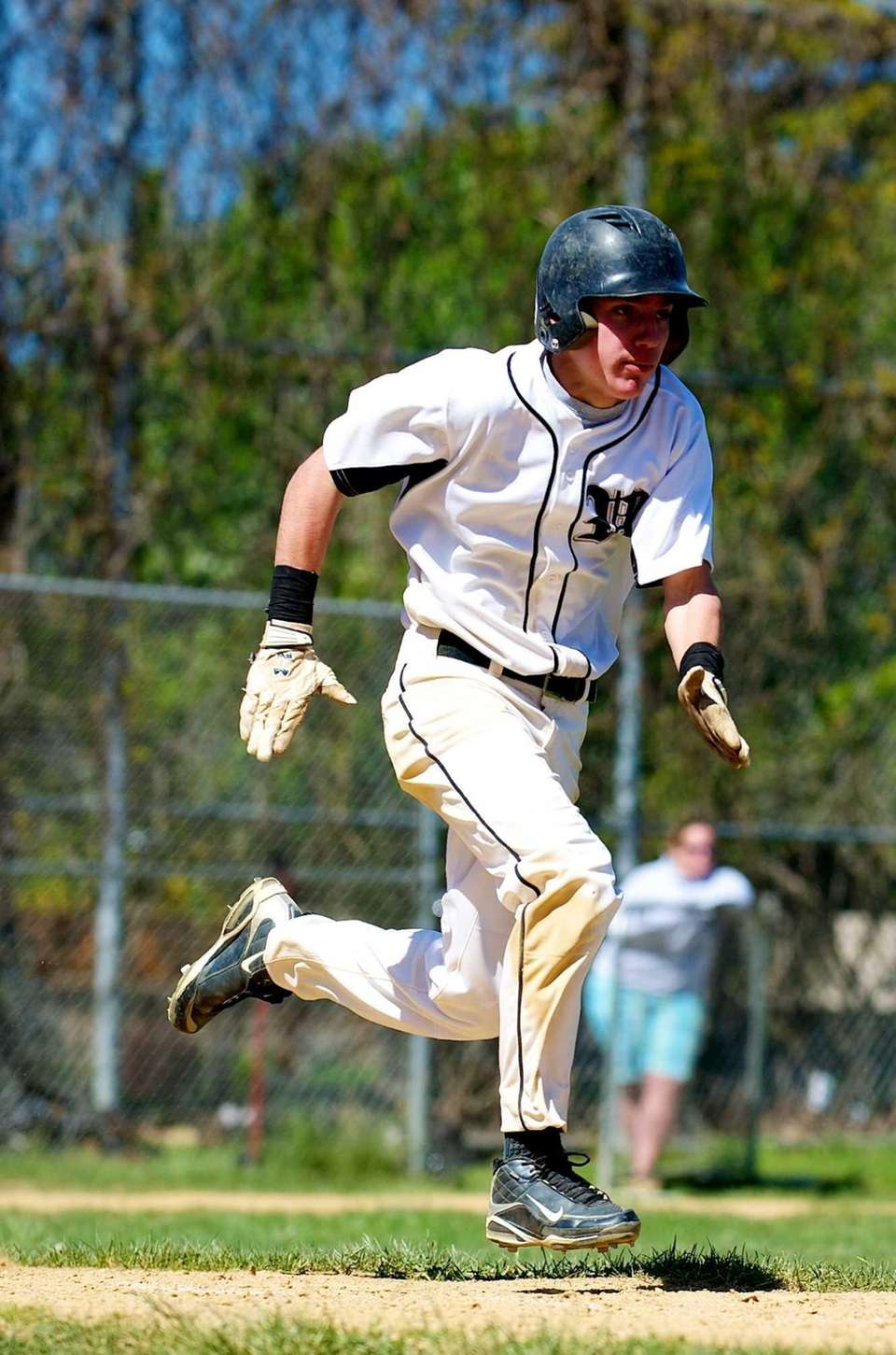 Wantagh second baseman Joey Smith runs to first