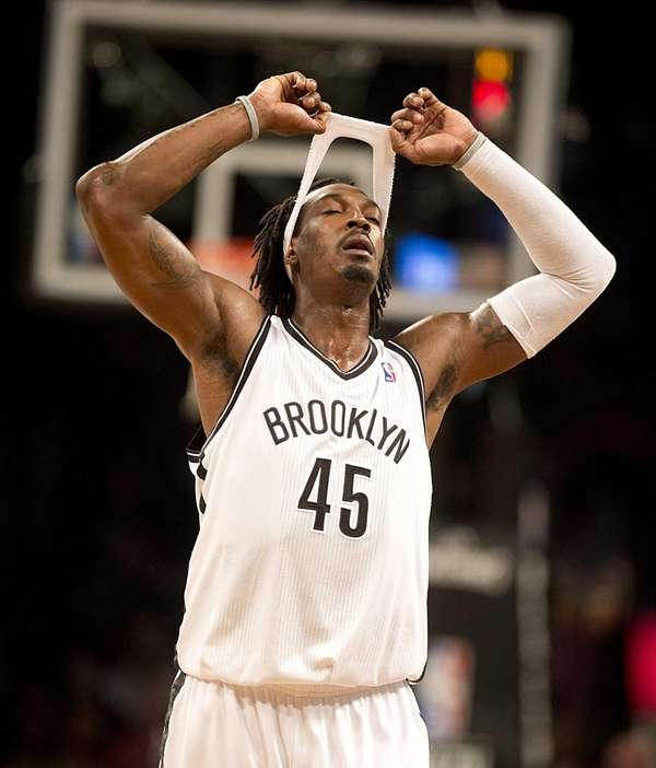 Nets' Gerald Wallace removes his sweat band late