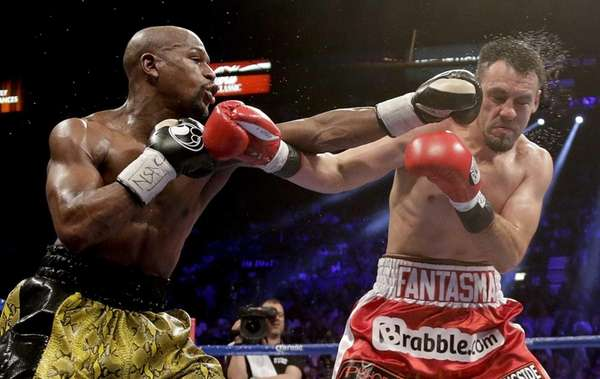 Floyd Mayweather Jr. lands a left jab against