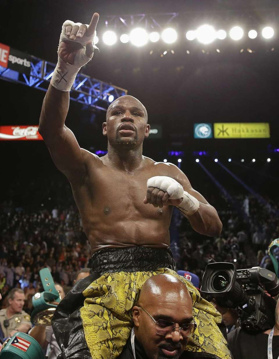Floyd Mayweather Jr. reacts to fans as he