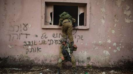 Israeli soldiers of the Golani brigade take part