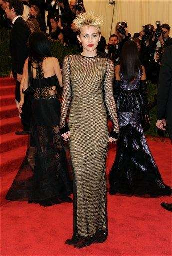 Miley Cyrus wears Marc Jacobs to attend The