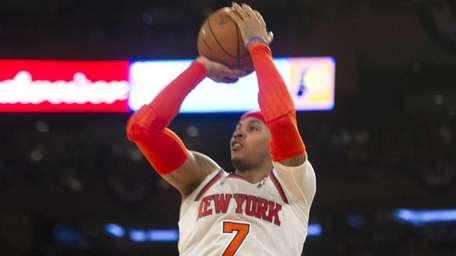 Knicks' Carmelo Anthony shoots against the Indiana Pacers