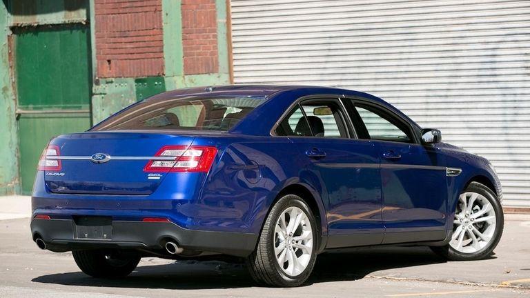 2013 Ford Taurus Stellar Ride Efficiency Cant Hide Interior Flaws