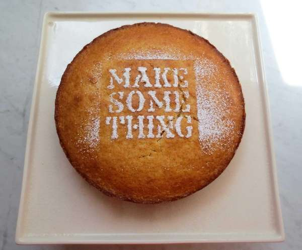 To quickly decorate this simple yogurt cake, place