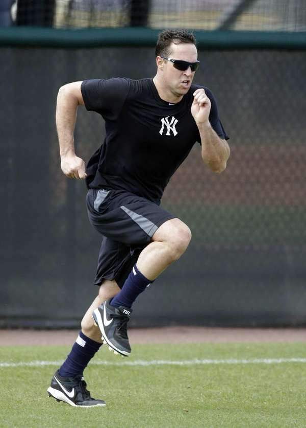 Yankees first baseman Mark Teixeira runs sprints during