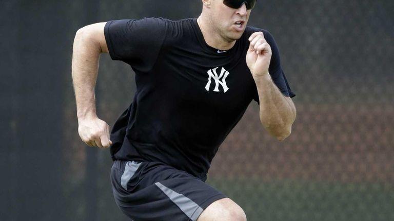 Yankees first baseman Mark Teixeira runs sprints during
