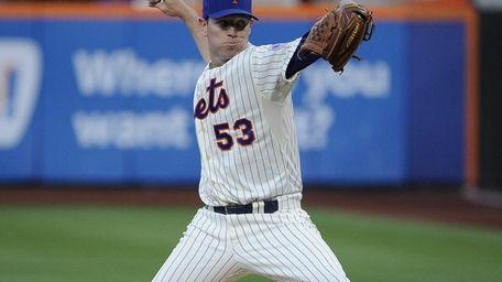 Mets starting pitcher Jeremy Hefner delivers against the