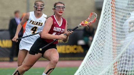 Garden City's Kerry Defliese heads to the net