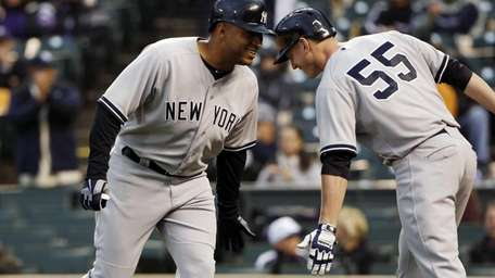 Yankees' Vernon Wells, left, is congratulated by teammate