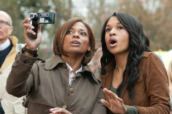 Meg (Kimrie Lewis-Davis, left) and Gloria Peeples (Kali