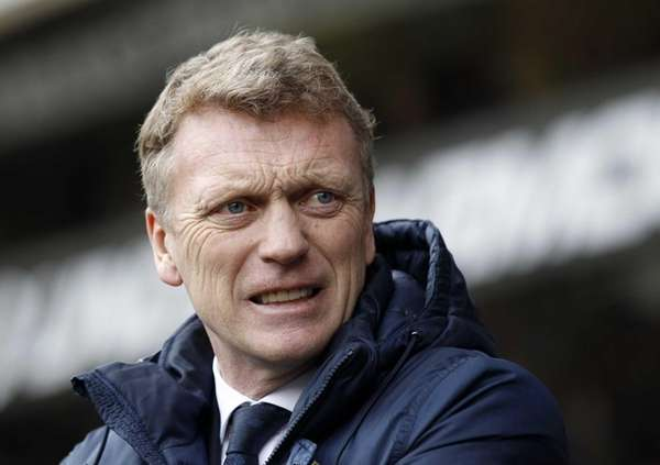 Everton manager David Moyes looks on before the