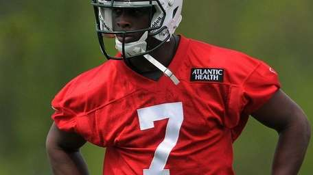 Jets quarterback Geno Smith participates in the team's