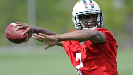 Jets quarterback Geno Smith, a second-round draft pick