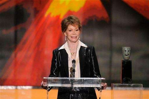 Mary Tyler Moore accepts the Life Achievement award