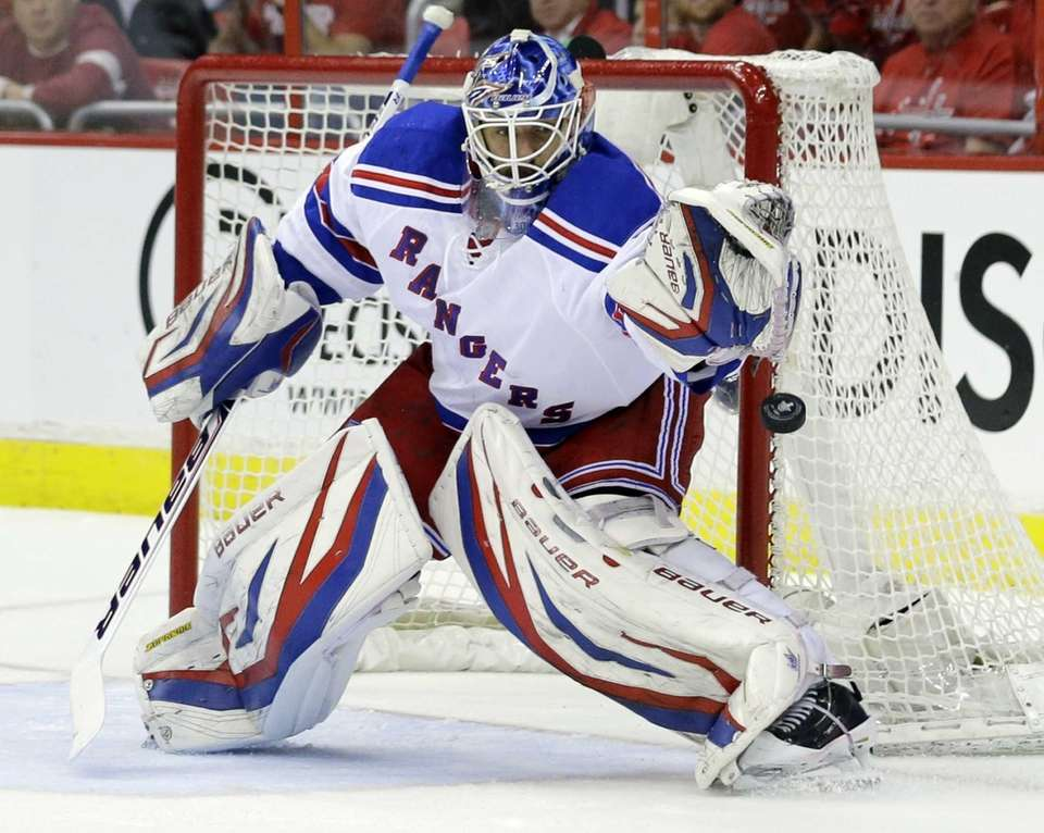 Rangers goalie Henrik Lundqvist keeps his eye on