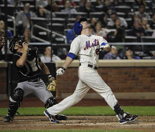 Mets' Ike Davis watches his pop up that