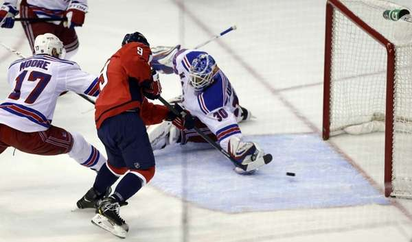 Washington Capitals center Mike Ribeiro scores the game-winning