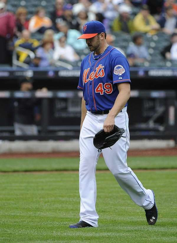 Mets starting pitcher Jon Niese leaves the field