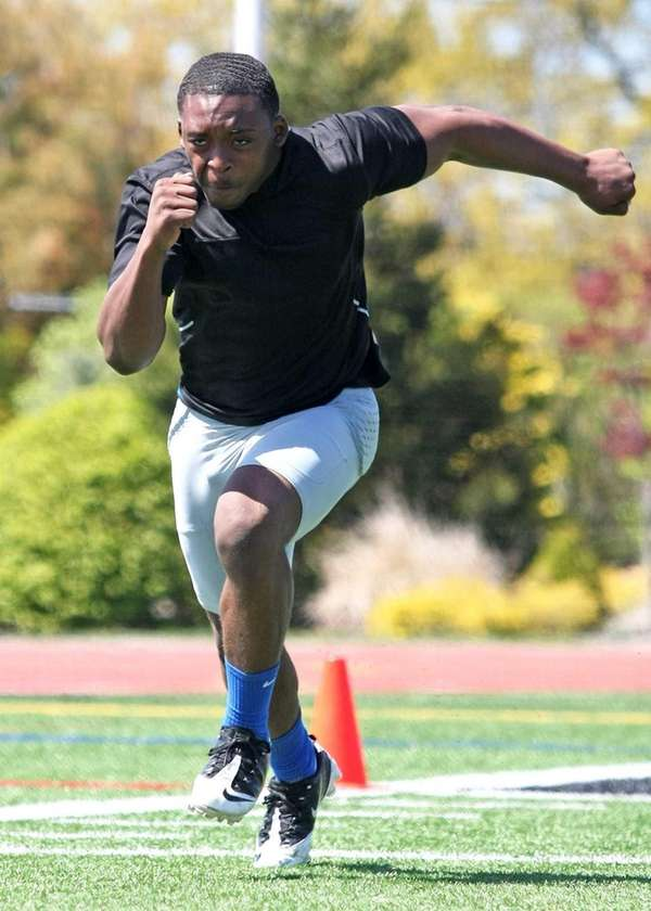 Johnnie Akinso of Roosevelt participates in combine drills.