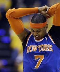 Knicks' Carmelo Anthony stretches during the first half