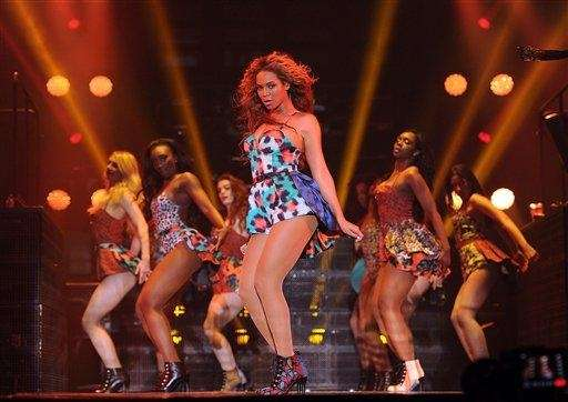 Beyoncé performs the song quot;Grown Womanquot; on her