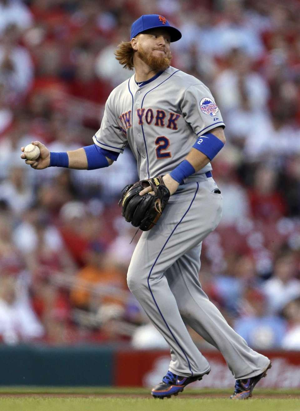 Justin Turner looks to second but cannot complete