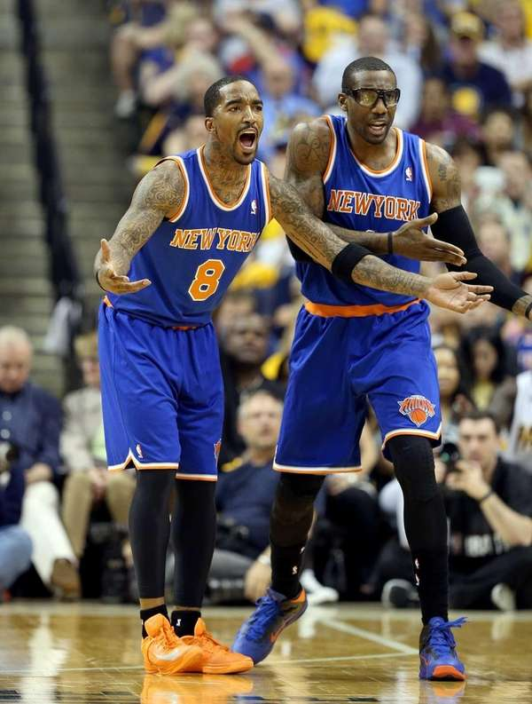 J.R. Smith and Amare Stoudemire,of the Knicks protest